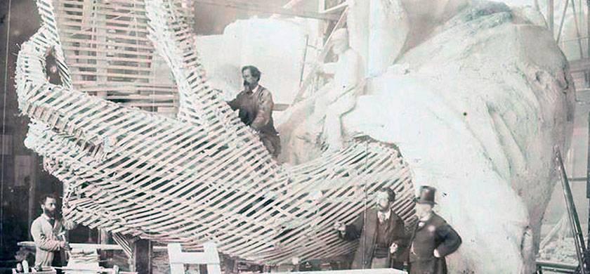 la estatua de la libertad durante su construccion