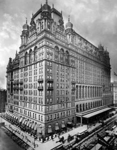 Hotel Waldorf Astoria en 1902, en el lugar que hoy ocupa el Empire State